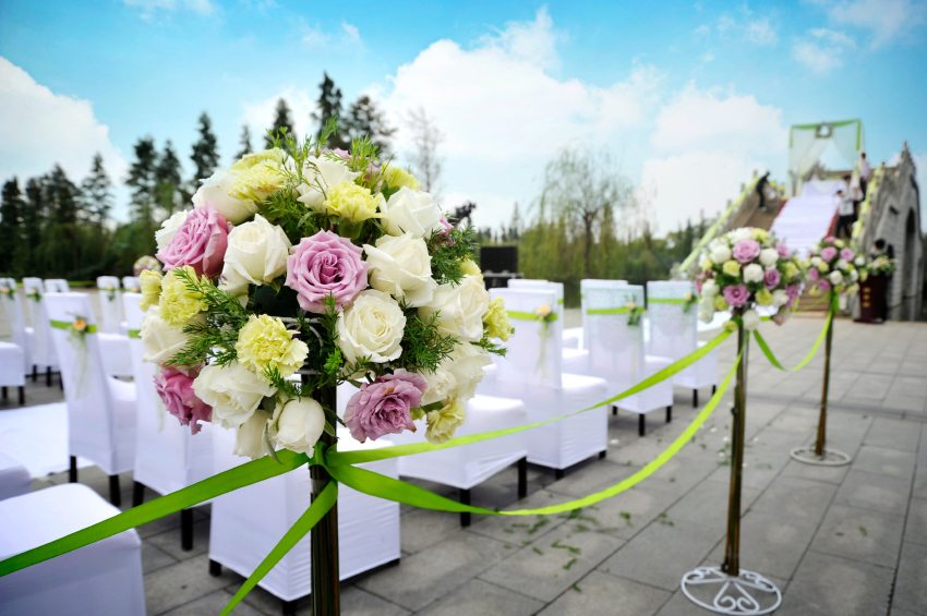 Choosing Wedding Flowers Image